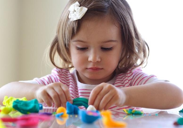 As melhores brincadeiras para estimular o desenvolvimento do seu filho por idade